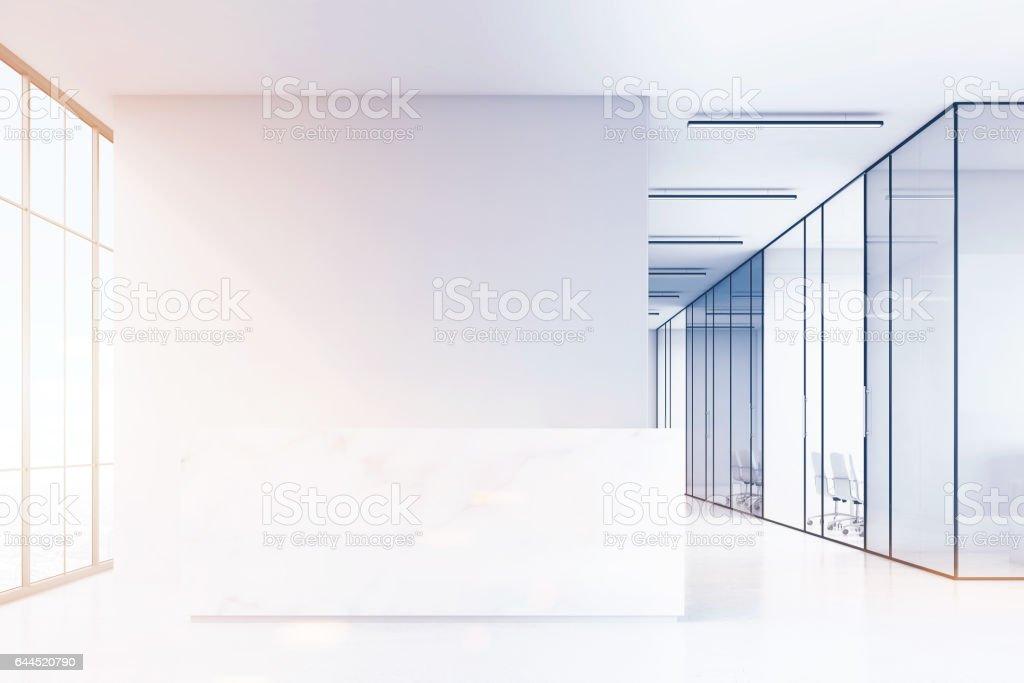Büro Halle Mit Rezeption Und Glas Wände Aus Marmor Stockfoto und ...