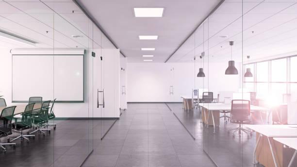 bureau intérieur avec grand bureau et vide par écrit le conseil d'administration - open space photos et images de collection