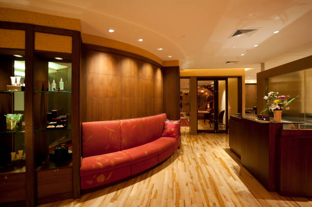 büro-lobby - vitrinenschrank stock-fotos und bilder