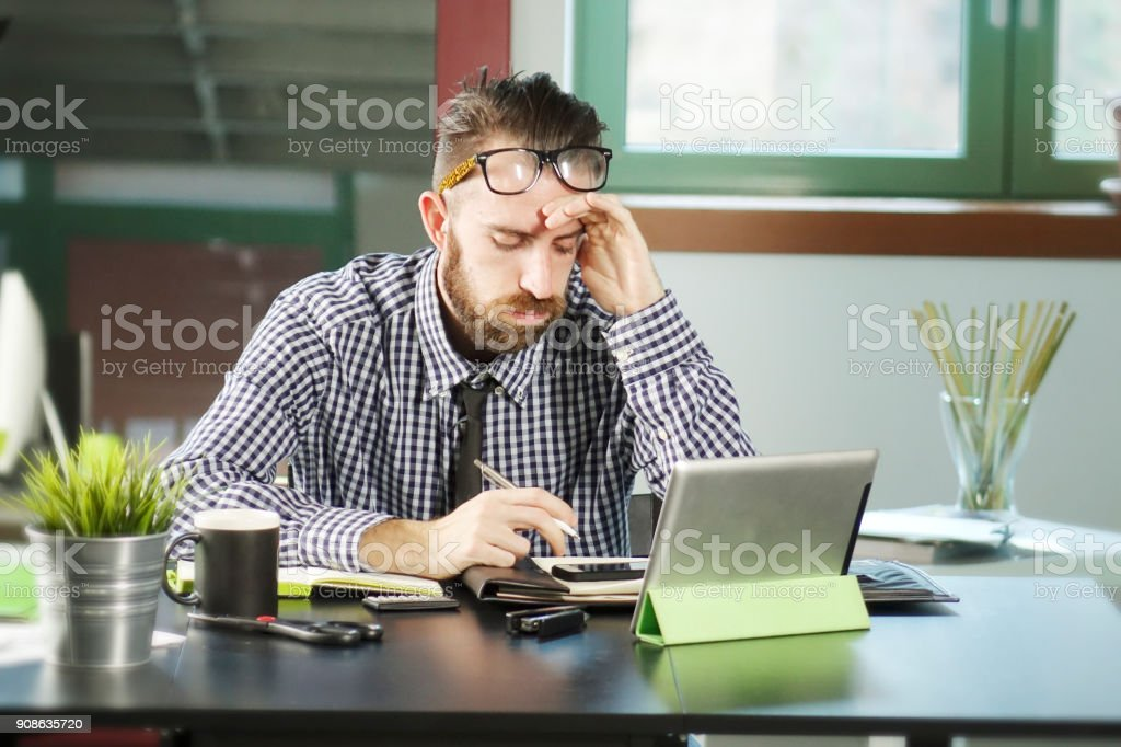Office man in stressful moments - foto stock
