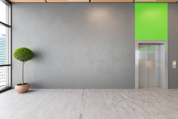事務所は、コンクリートの床、木製の天井、フロント、エレベーター スペース ロビーの生態学的なインテリアを開きます。 - 玄関ホール ストックフォトと画像