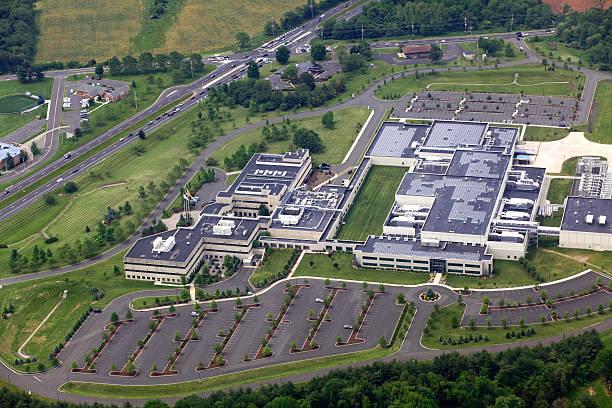 office park aerial - industriegebied stockfoto's en -beelden