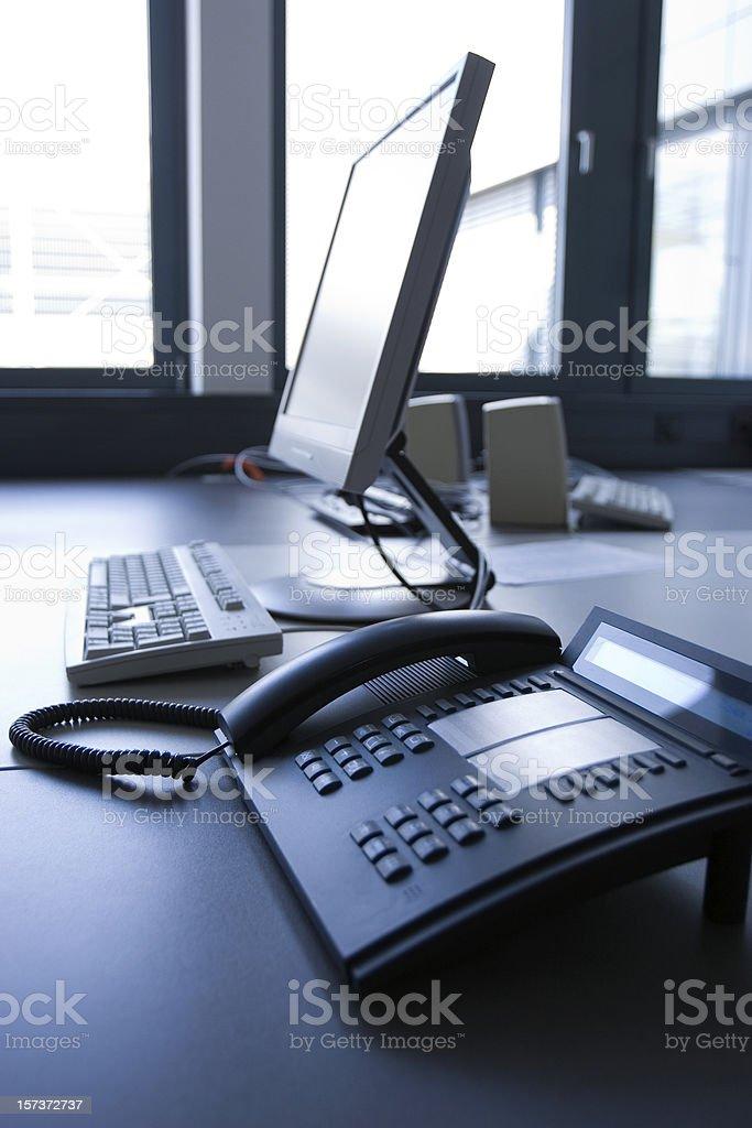 Büro Telefon und PC – Foto