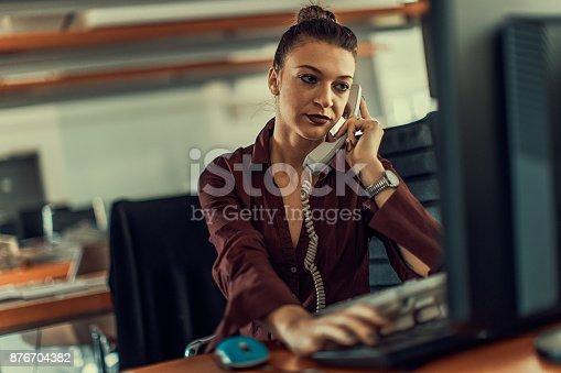637233964 istock photo office 876704382