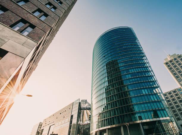 Büro-Skysrapers in der Sonne – Foto
