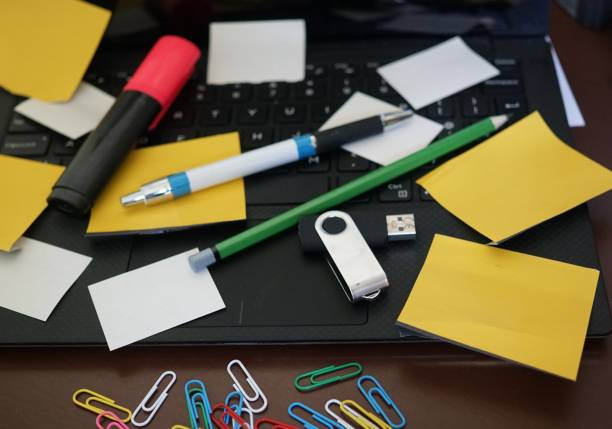 office stationery - post it notes zdjęcia i obrazy z banku zdjęć