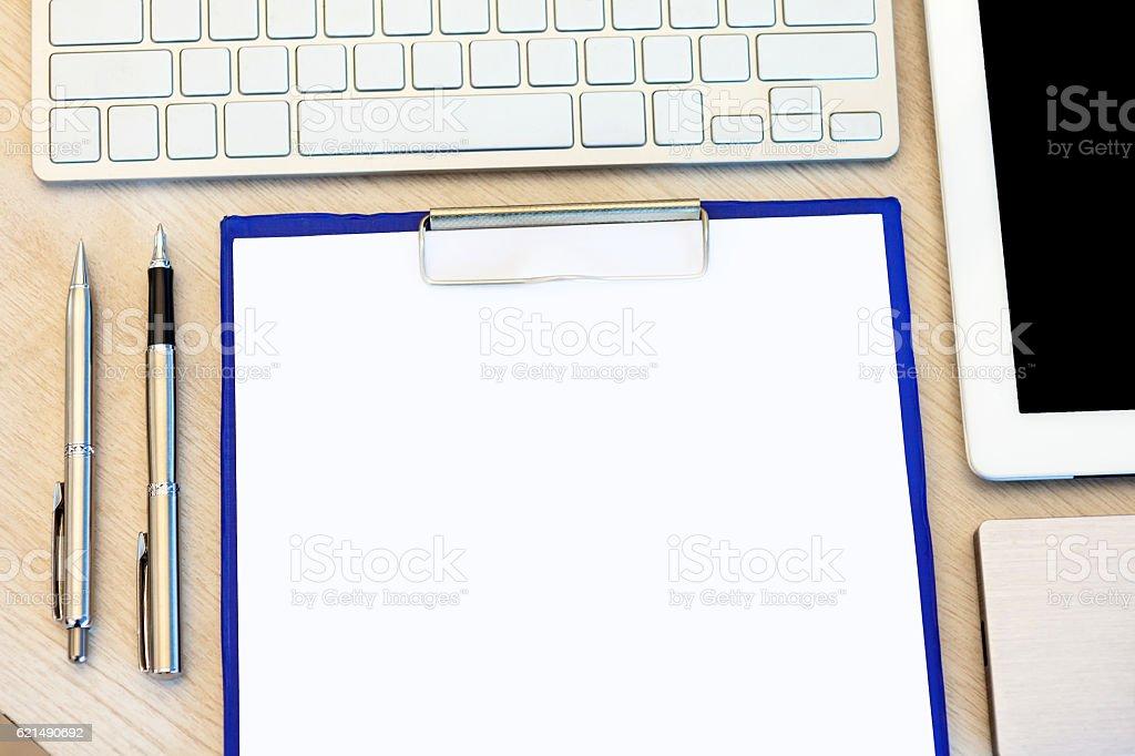 Büro-Tisch mit Aussicht Lizenzfreies stock-foto