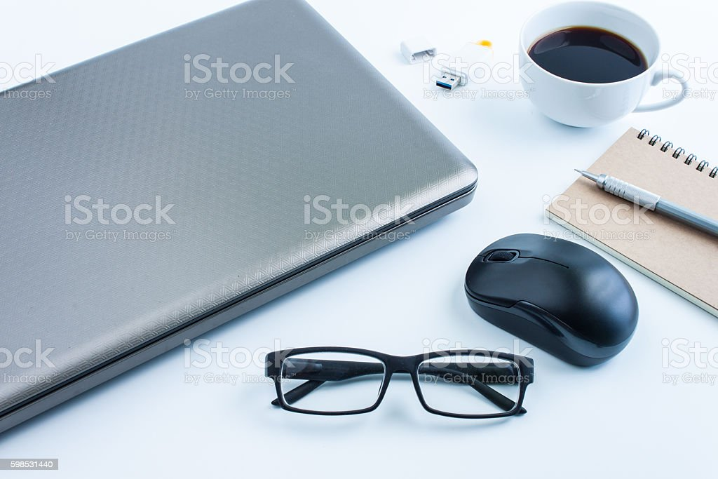 office table with glasses and coffee,computer, business concept, photo libre de droits