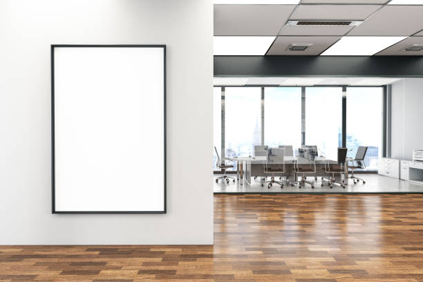 bureau avec panneau d'affichage vide - affiche photos et images de collection