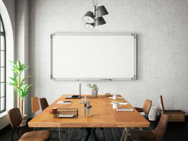 büro mit tafel - kreide farbe schreibtisch stock-fotos und bilder