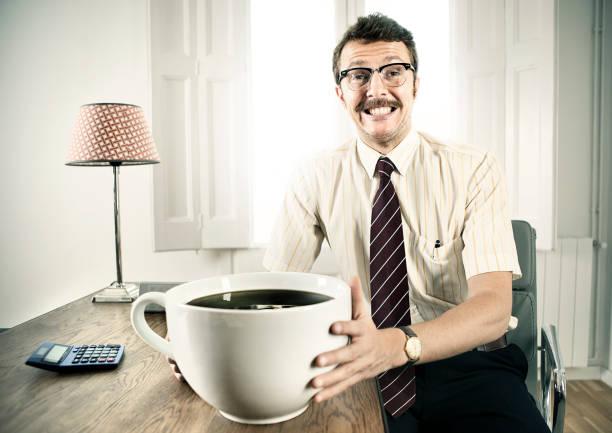 büroangestellter mit-kaffee - riesenschnauzer stock-fotos und bilder