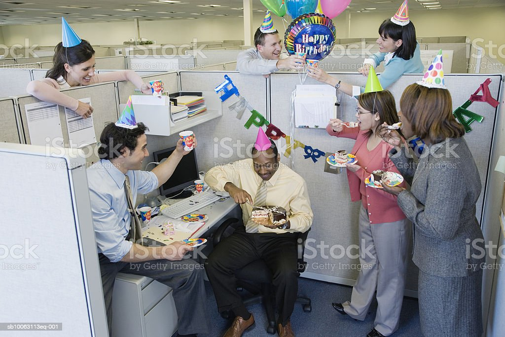 Office workers celebrating birthday party, elevated view foto de stock libre de derechos