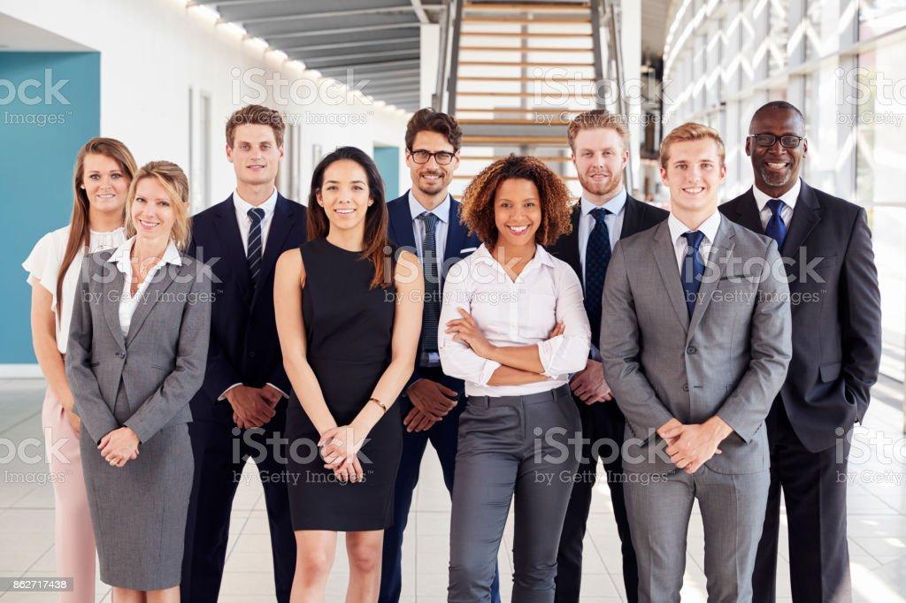 Photo de stock de employés de bureau dans un hall daccueil moderne