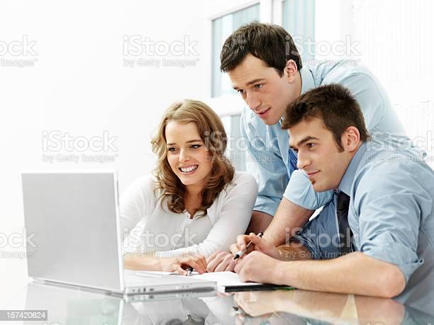Büro Arbeitnehmer Stockfoto und mehr Bilder von Arbeitskollege