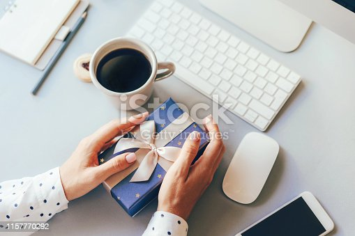 istock office workplace, gift delivery 1157770292