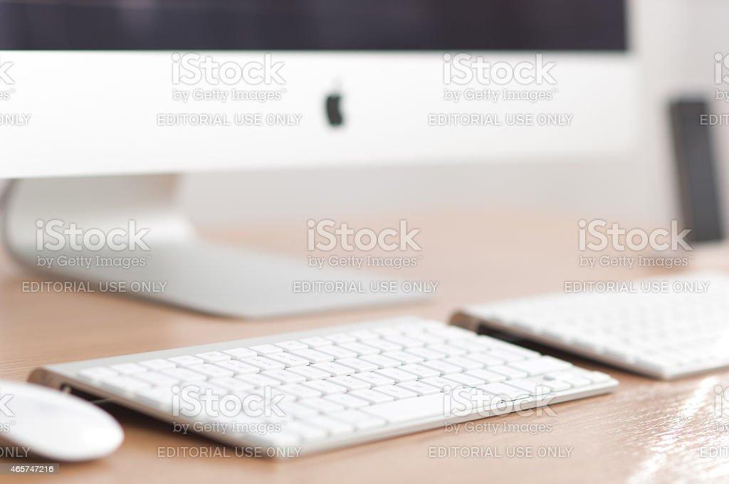 Quel Bureau Pour Imac : Bureau de travail avec pc apple imac u2013 photos et plus dimages de