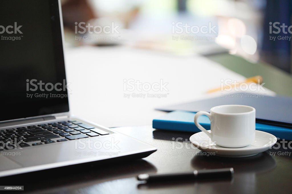 Büro Arbeitsplatz mit laptop – Foto