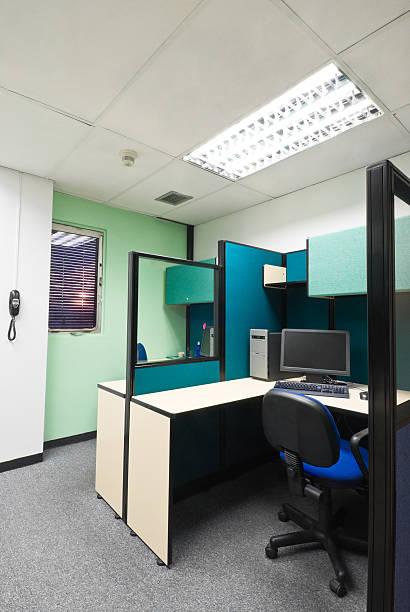 büro-arbeitsplatz - teppich hellblau stock-fotos und bilder