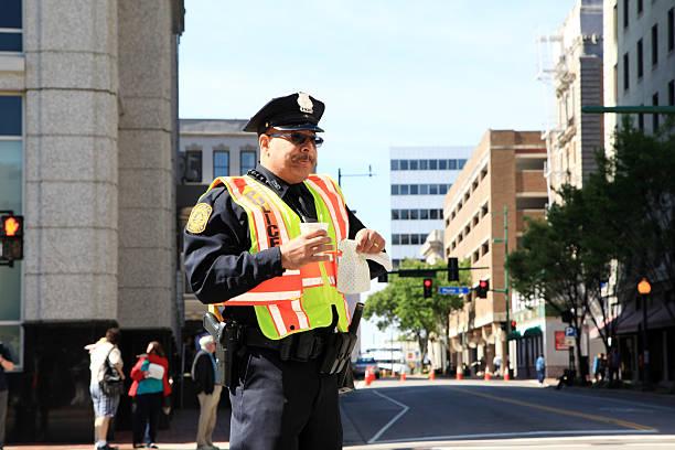 ejecutivo de descanso - feliz dia del policia fotografías e imágenes de stock