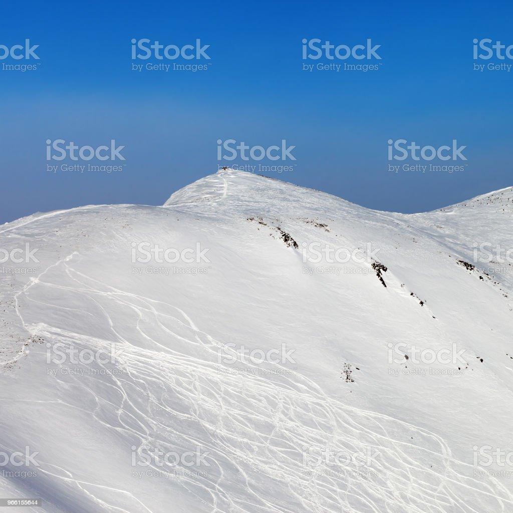 Abseits der Piste Hang mit Spuren von Ski und snowboards - Lizenzfrei Abenteuer Stock-Foto