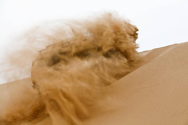 Off-road-Auto wird die Düne – Foto