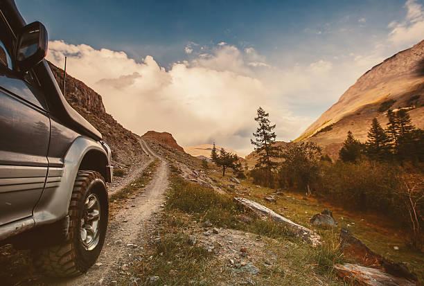 Hors route voiture sur la mountain road - Photo