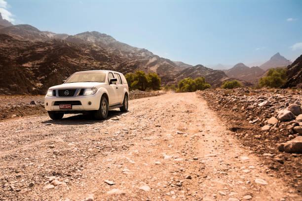 Geländewagen auf den Jebel-Shas-Bergen (Oman) – Foto