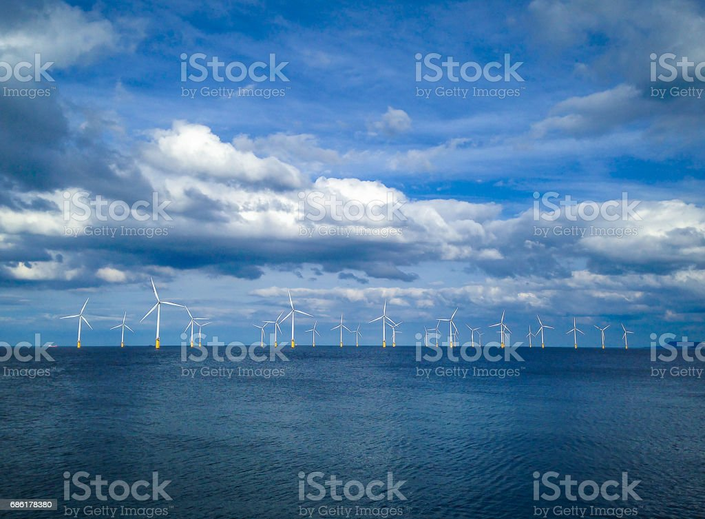 Offshore Wind Turbine in a Wind farm under construction off coast of England, UK – Foto