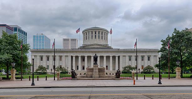 ohio state building under grey cloudy sky - columbus day stok fotoğraflar ve resimler