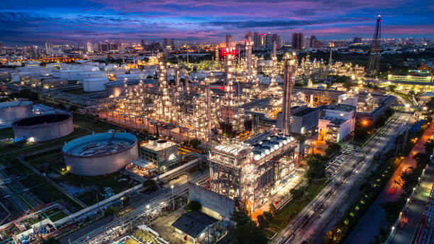 Oil and gas industry - refinery factory - petrochemical plant at twilight Oil and gas industry - refinery factory - petrochemical plant at twilight saudi arabia stock pictures, royalty-free photos & images