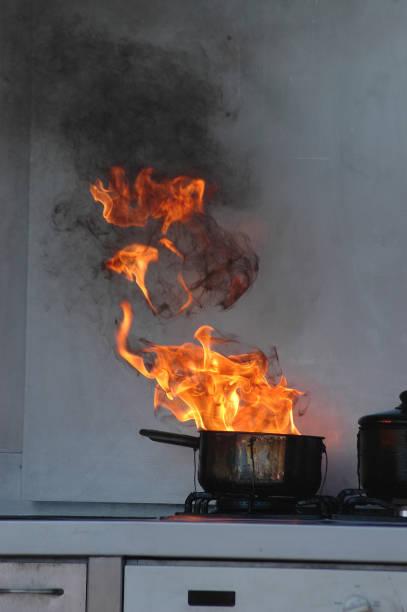 oil burning on stove - burned cooking imagens e fotografias de stock