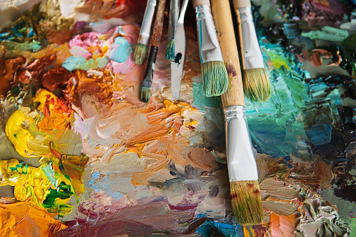 577949148 istock photo oil drawing board with pen 577949422