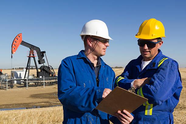 Erdöl-Ingenieure auf dem Hotelgelände – Foto