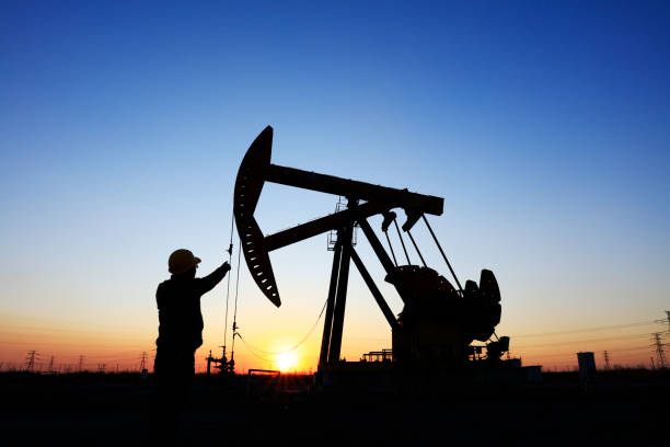 oil field, the oil workers are working - crude stock pictures, royalty-free photos & images