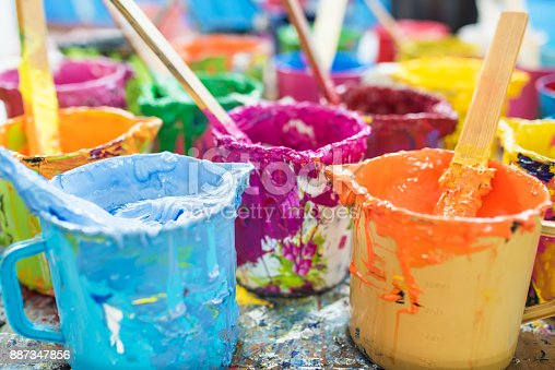istock Oil paint and paint brushes 887347856