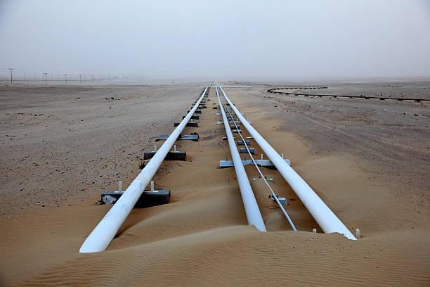 Öl-pipeline in der Wüste – Foto