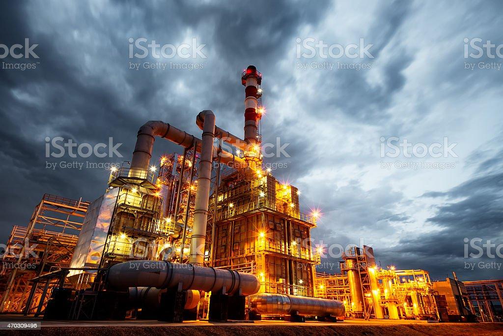 Ölraffinerie am Abend - Lizenzfrei 2015 Stock-Foto