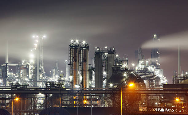 Oil refinery at night - factory, petrochemical industry Oil refinery at night - factory power station stock pictures, royalty-free photos & images