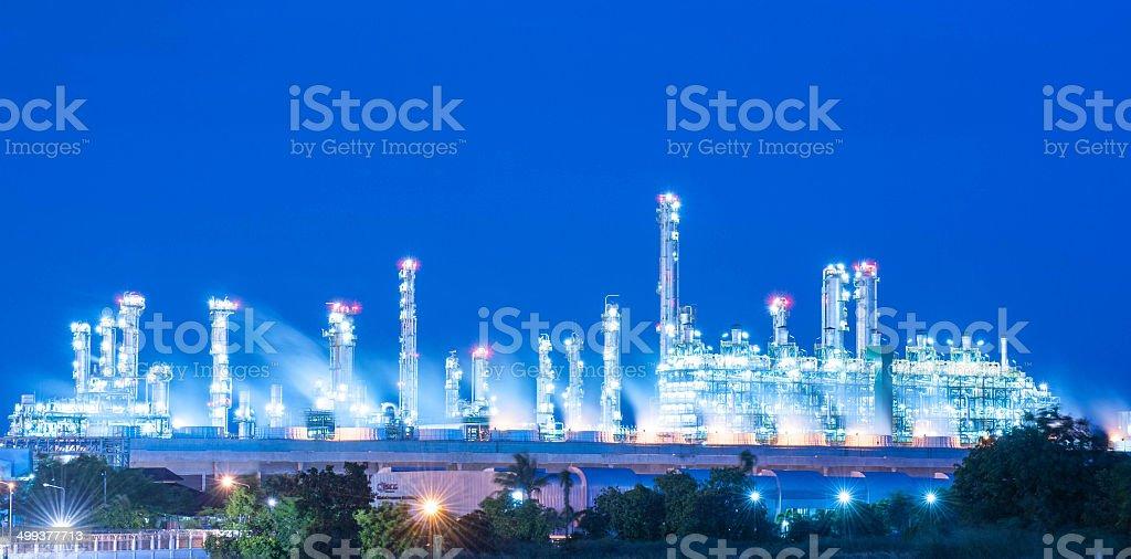 Öl-Raffinerie in der Nacht Himmel – Foto