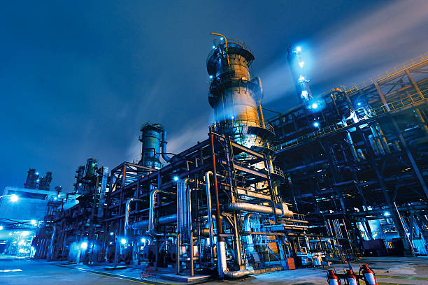refinería de petróleo, planta química y petroquímica - química fotografías e imágenes de stock