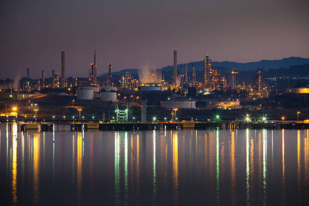 oil refinery in northern california - halbergman stock pictures, royalty-free photos & images