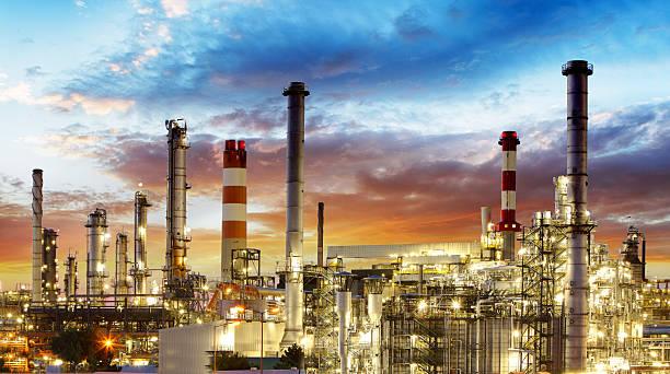 ölraffinerie - petrochemische fabrik stock-fotos und bilder