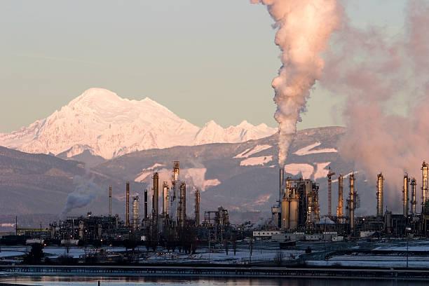 Öl-Raffinerie mit Dampfbad – Foto