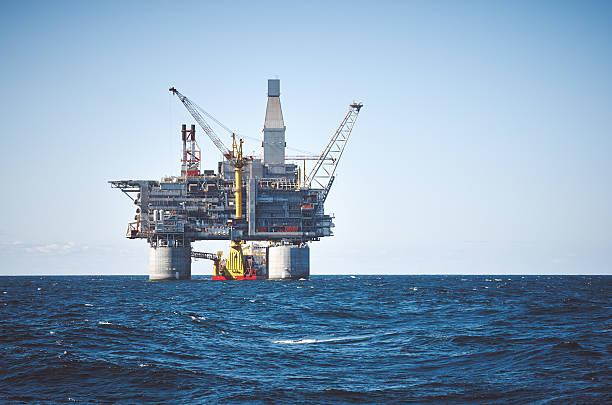 Plataforma Petrolífera mar - foto de acervo