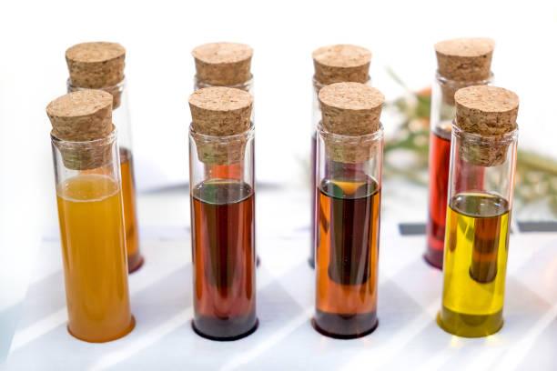 oil specimen liquid test tube urine samples vials - campione scientifico foto e immagini stock