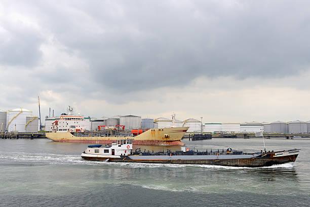 Petroliera in porto di rotterdam - foto stock
