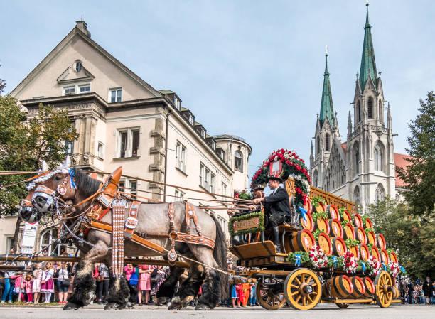 oktoberfest 2018 - münchen - bayern - sankt peterskyrkan münchen bildbanksfoton och bilder