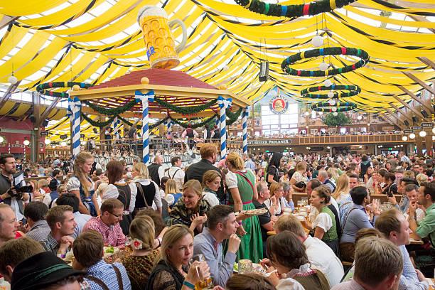 Oktoberfest-Zelt – Foto