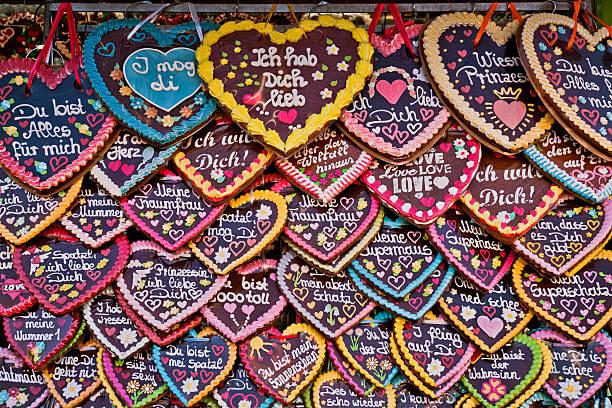 oktoberfest  munich gingerbread hearts - lebkuchenherzen stock-fotos und bilder