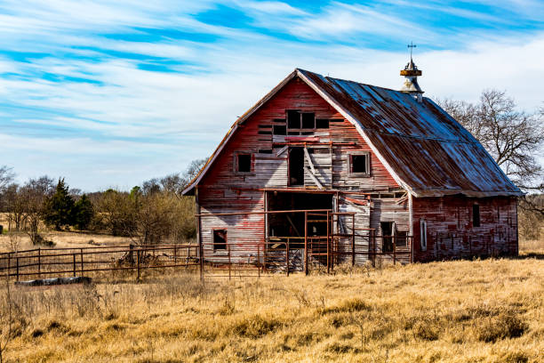 Old Abandonded Red Barn in Oklahoma Rural Oklahoma Farmland with Old Run-down Abanonded Red Barn barn stock pictures, royalty-free photos & images